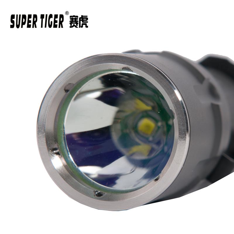 家用 LED 锂电远射户外防水潜水战术聚光 18650 赛虎强光手电筒可充电