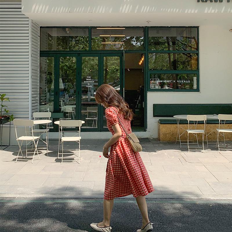 泡泡袖显瘦红色格子连衣裙女夏