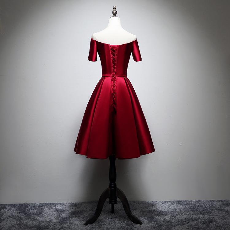 新娘伴娘团演出显瘦酒红色缎面V领一字肩带袖短款晚礼服小礼服裙