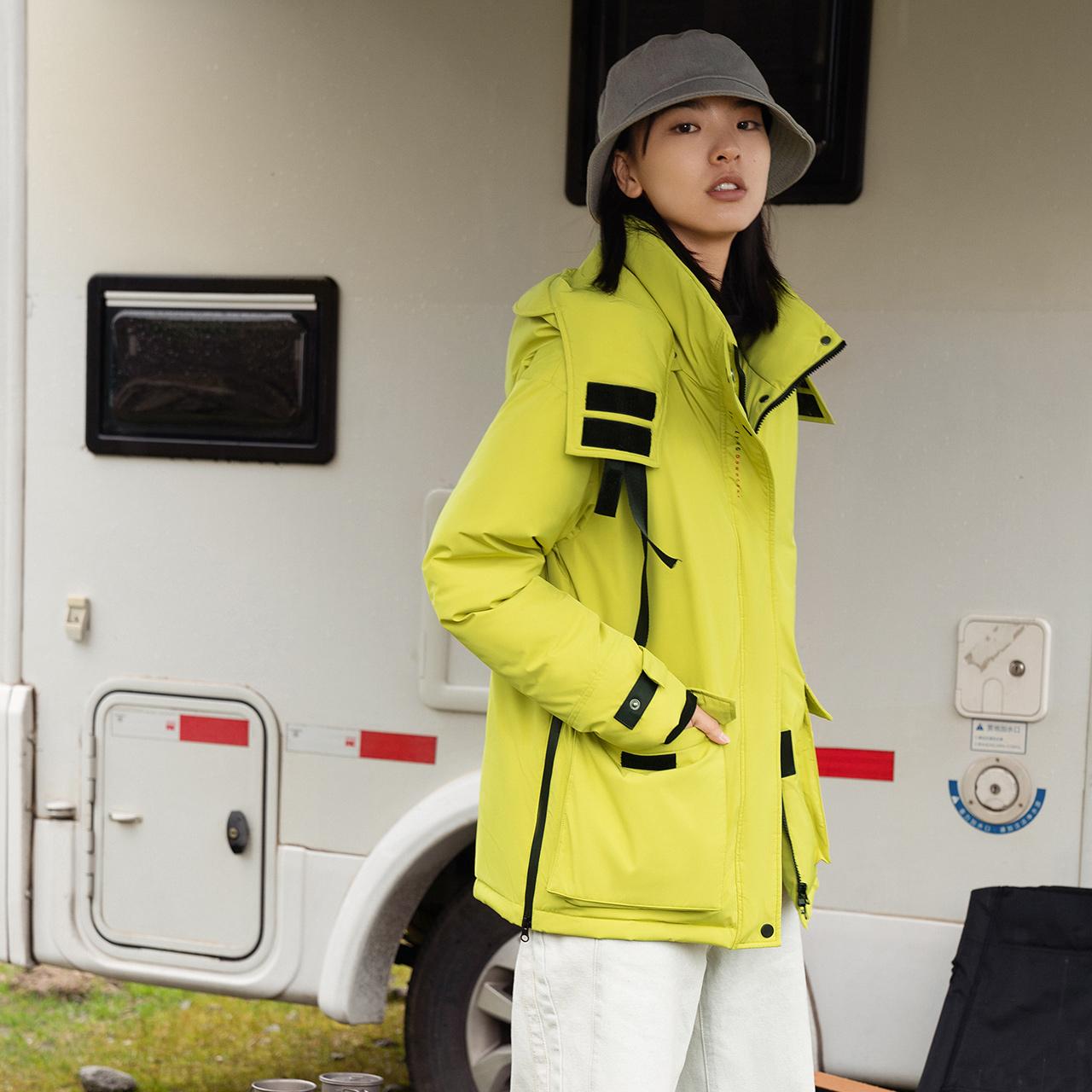雪中飞 新款女式大口袋工装飘带运动户外短款羽绒服潮  2020