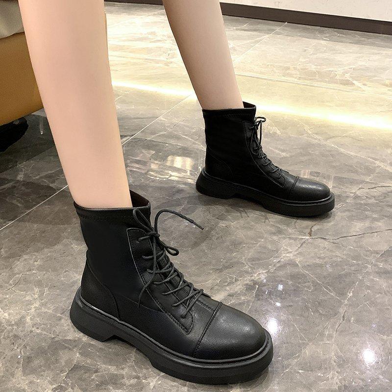 最新款女鞋韩版瘦瘦靴百搭舒适短靴 2020 网红超火圆头真皮马丁靴女