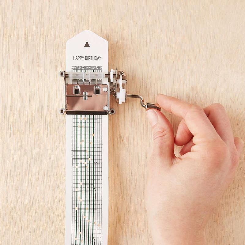 美國Kikkerland自訂曲目手搖音樂盒 DIY樂譜創意音樂盒 生日禮物