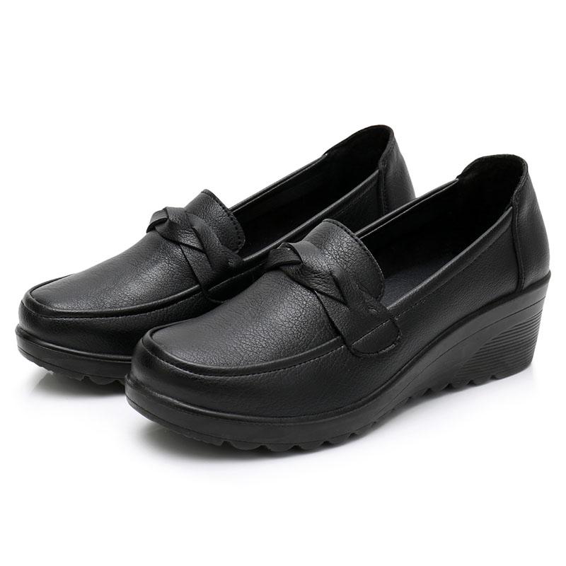 软皮软底单鞋中老年坡跟皮鞋妈妈鞋春秋大码舒适老人防滑中年女鞋
