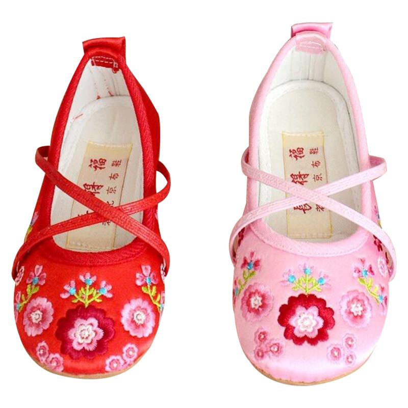 包邮中小女童舞蹈鞋 小女孩老北京绣花布鞋 儿童绸缎面牛筋底绣花