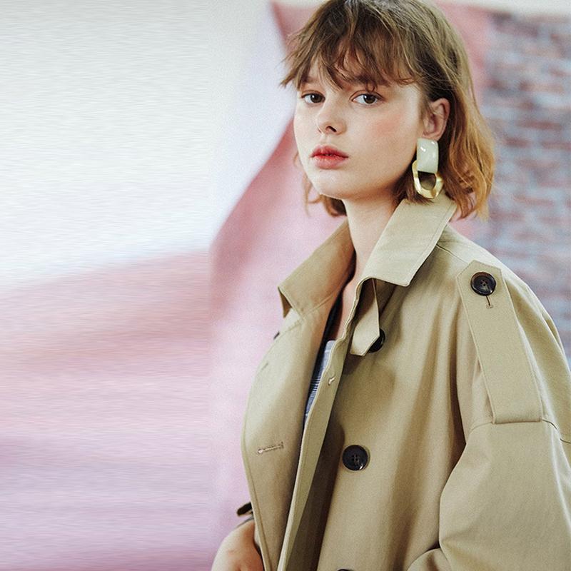 欧美简约双排扣翻领腰系结宽松肩袖章中长款纯色风衣女 Haoduoyi