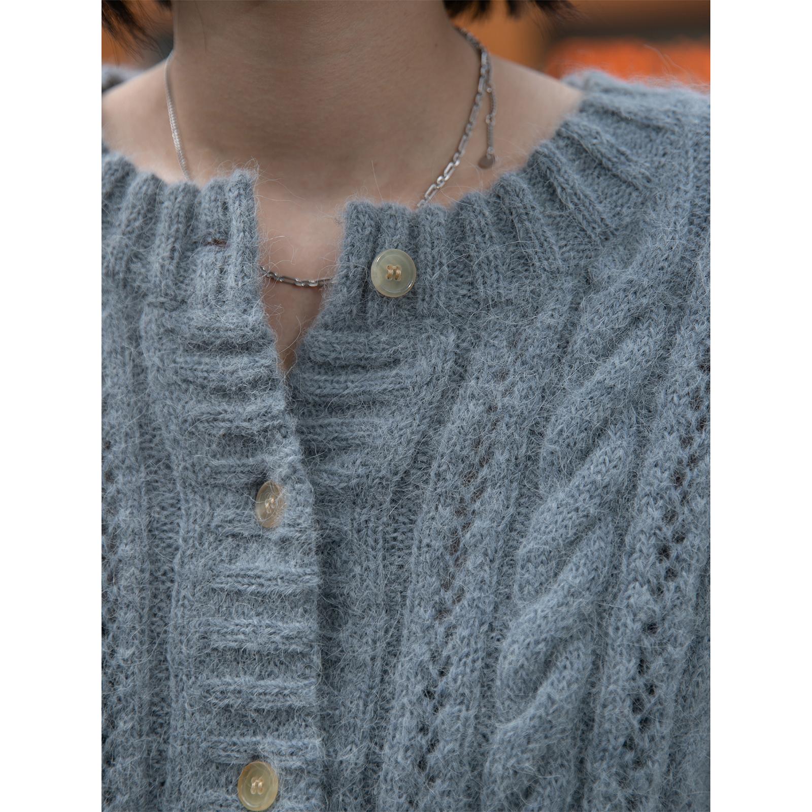 羊驼羊毛复古麻花镂空钩花短款针织开衫毛衣 RandomPiece