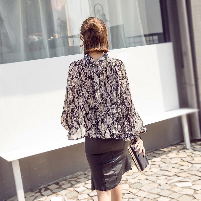 2019秋装新款女装气质宽松褶皱蛇皮纹印花雪纺衫灯笼袖打底衬衫潮