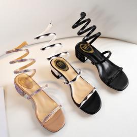 一字带粗跟仙女凉鞋女2020新款水钻绑带罗马鞋蛇形缠绕弹簧女中跟