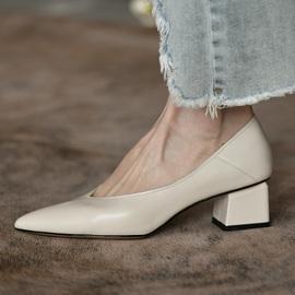 卡菲曼 中跟尖头女鞋 粗跟浅口单鞋女真皮春秋新款时尚鞋子女