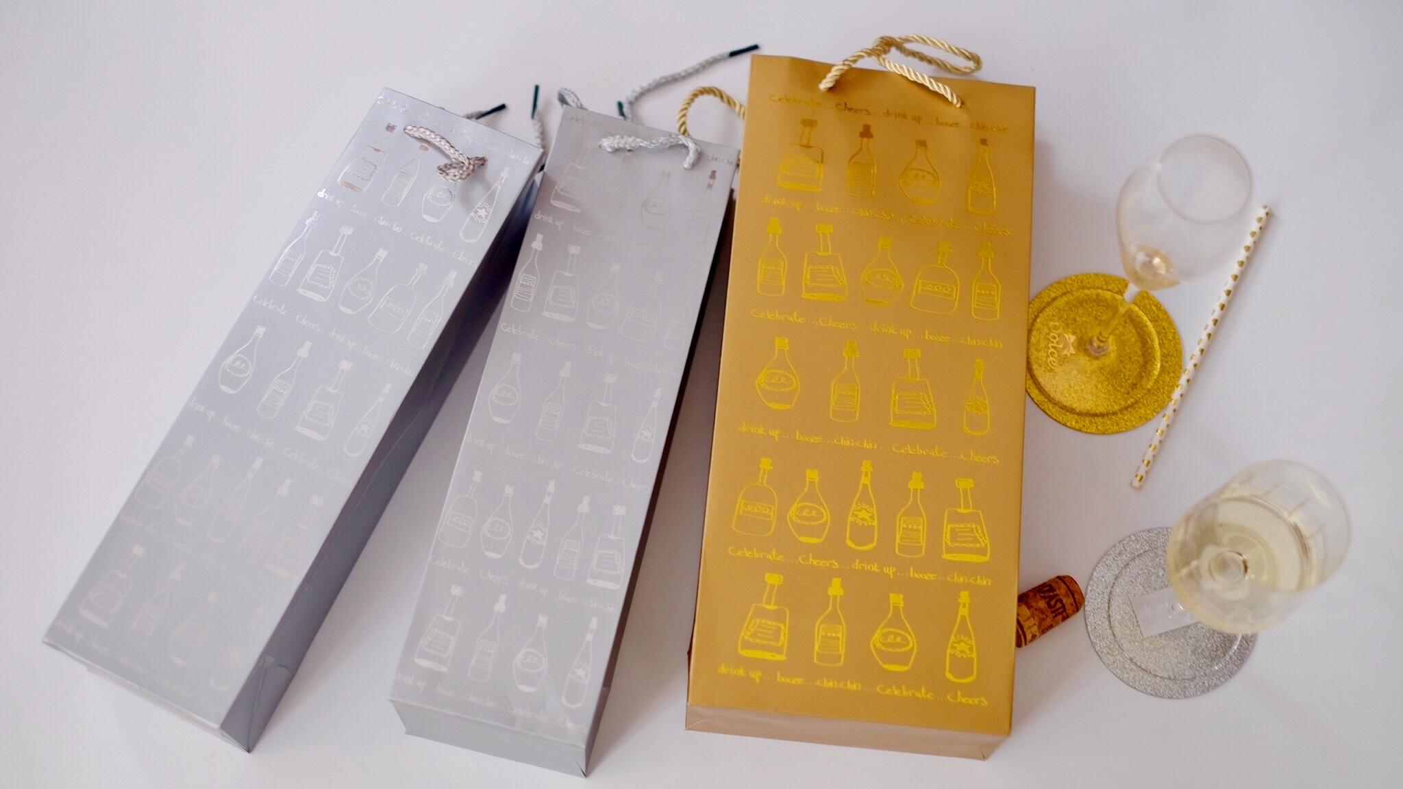 单拍不发!加厚烫金 质量好!美美的礼品袋。颜色随机