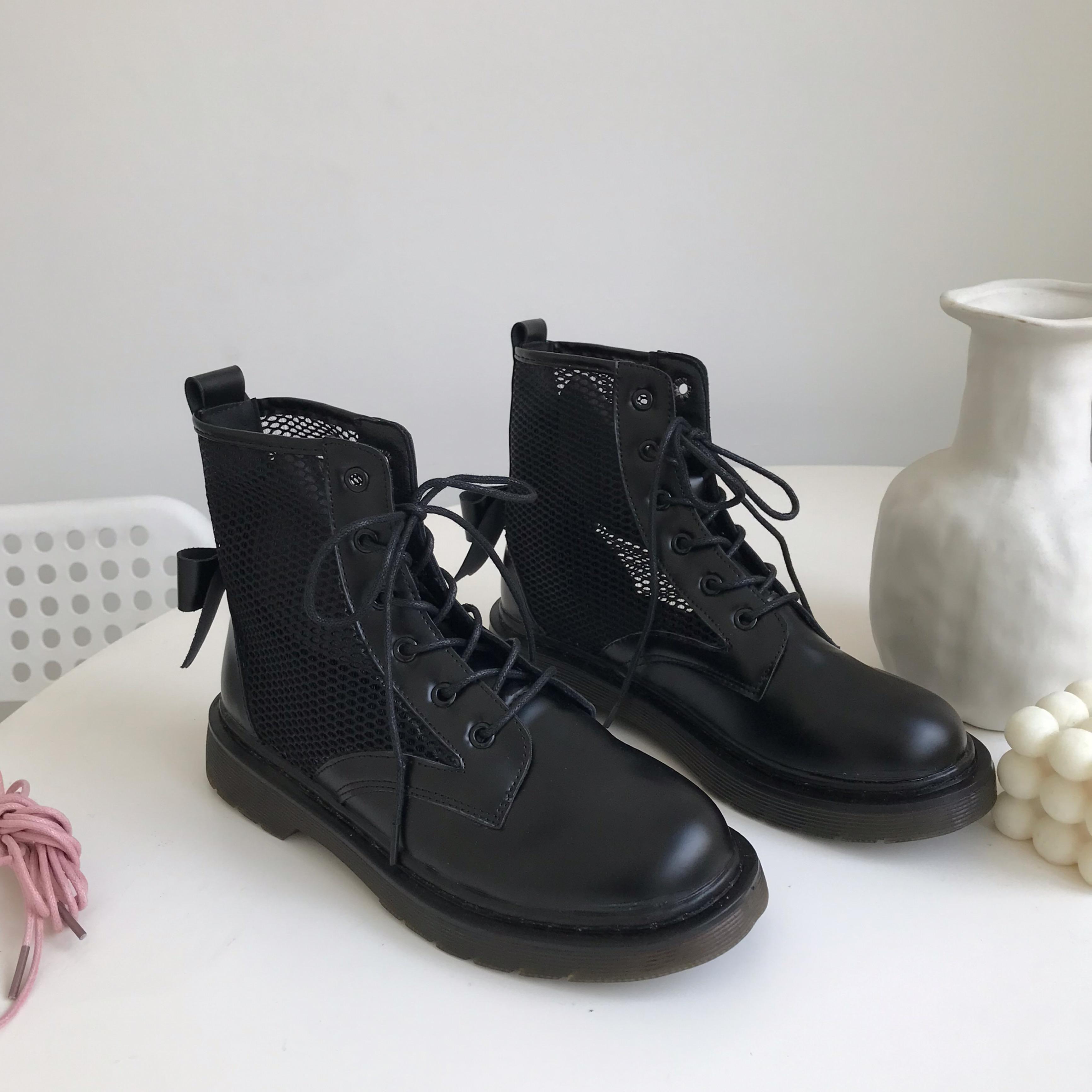 夏天穿马丁靴奇怪吗,根据舒适度和喜欢选择即可