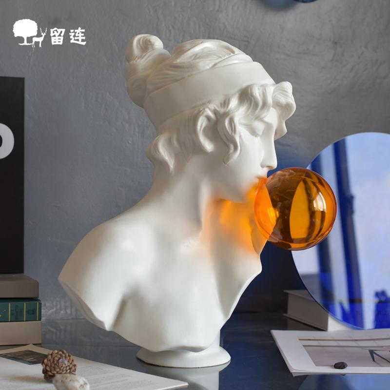 轻奢北欧艺术设计橘色吹泡泡少女雕像树脂大理石客厅橱窗软装陈设