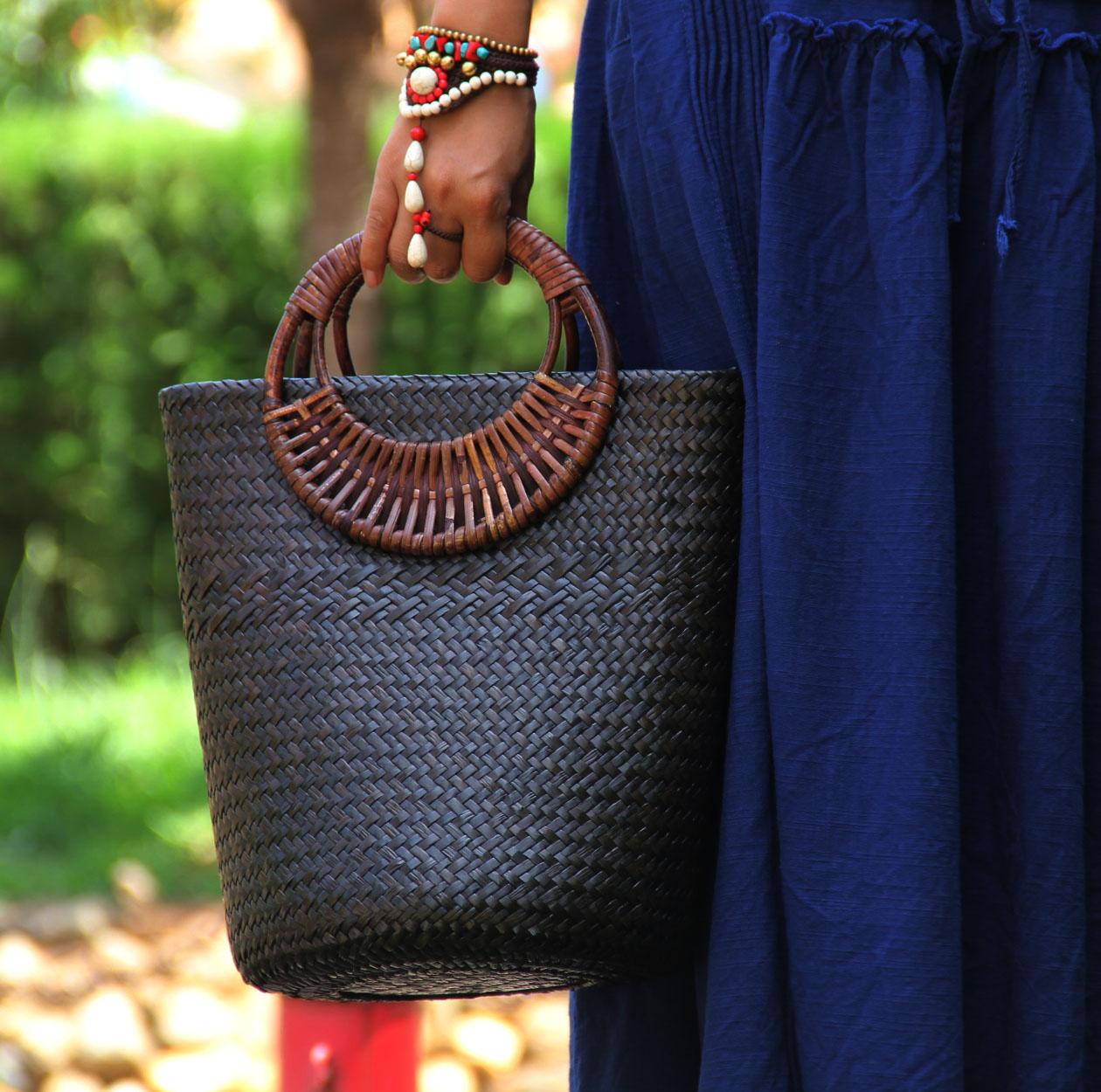 原創中式特色手工做舊草編包藤編木柄復古手提包編織 水桶包
