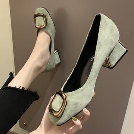配裙子的单鞋女中跟新款网红少女浅口粗跟鞋方扣绒面舒适上班鞋子