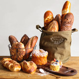 Photographed props toy model simulation bread cake soft furnishings Hong slow rebound baguettes on display shooting