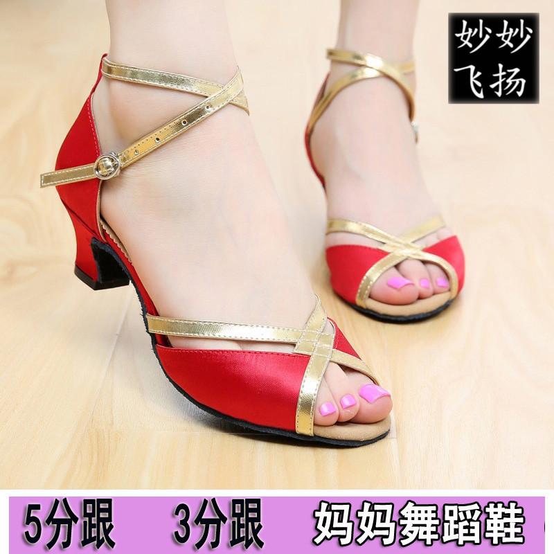 拉丁舞鞋成人女紅色室外廣場舞跳舞涼鞋緞面中跟5.5CM3.5分跟低跟