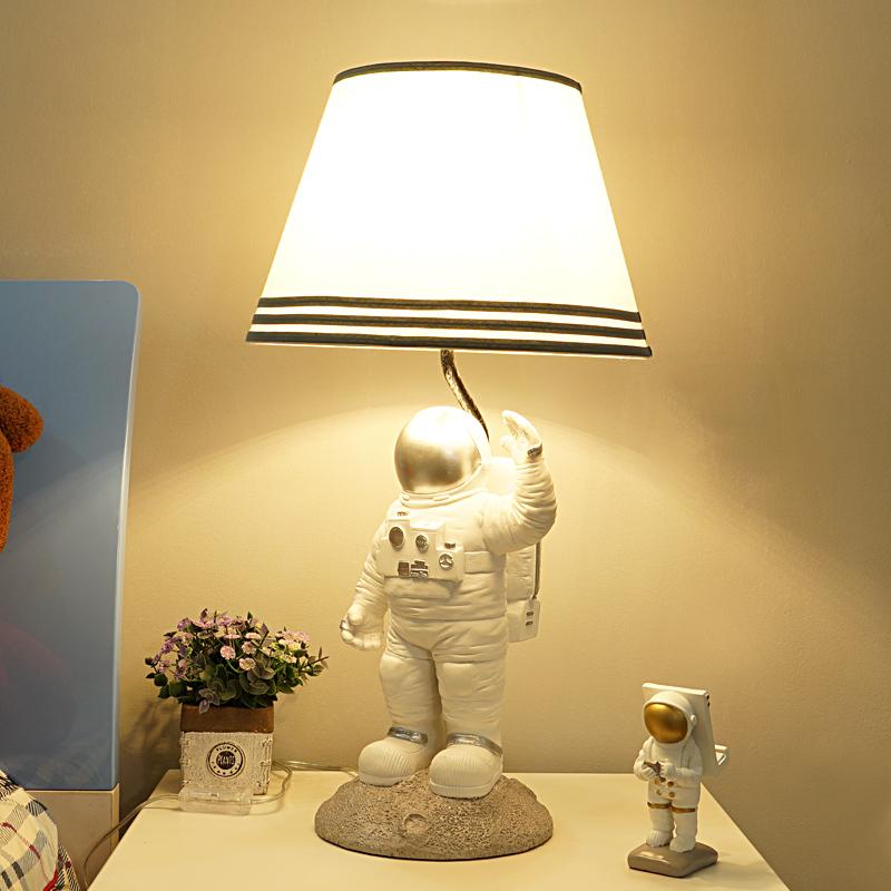 简约创意个姓现代卡通男孩子卧室房间床头灯具 太空人儿童房台灯