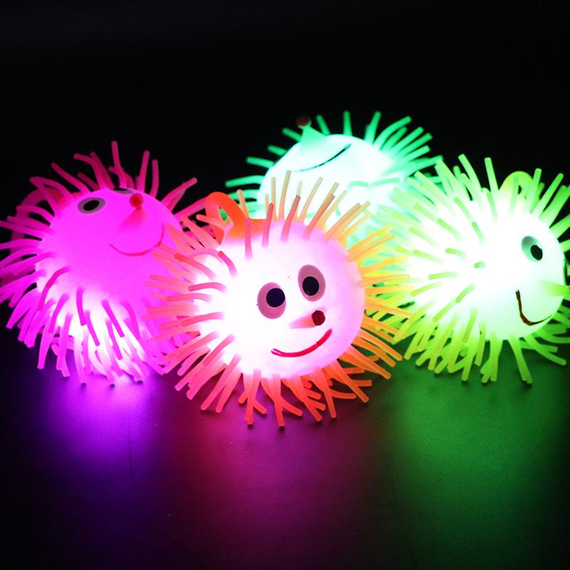 发光毛毛球七彩发光刺猬弹力闪光球地摊夜市货源发泄球儿