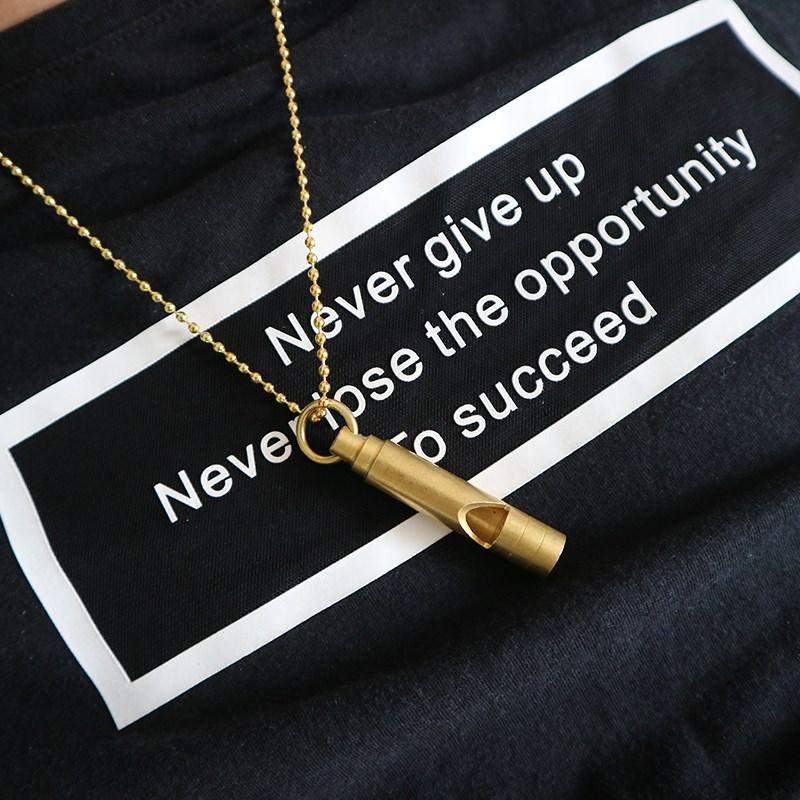 SUP时尚金属口哨个创意服饰配饰项链吊坠运动求生黄铜口哨