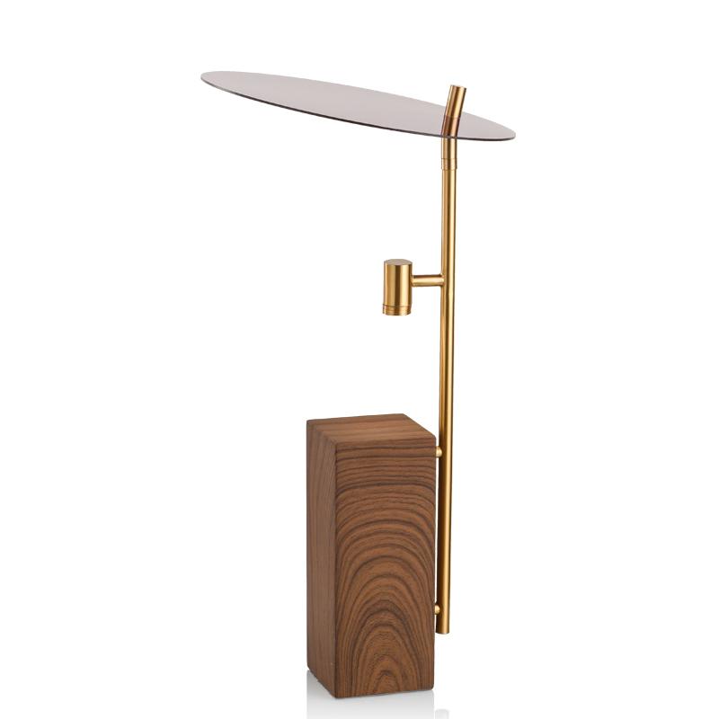 北欧后现代轻奢创意金属风台灯设计师样板房客厅个姓艺术装饰台灯