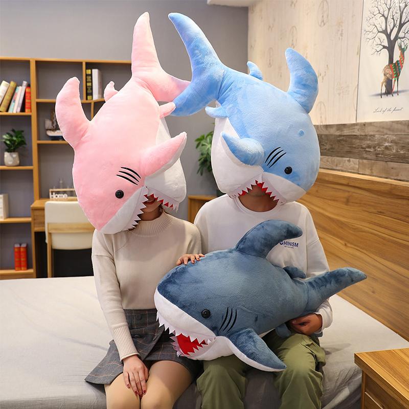 没有秘密的你戚薇同款鲨鱼公仔套头抱枕女生睡觉毛绒玩具布娃娃男