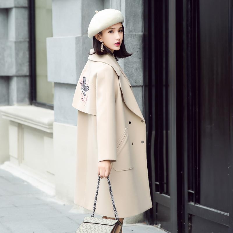 2018秋冬新款宽松刺绣毛呢外套女中长款米白修身流行加厚呢子大衣
