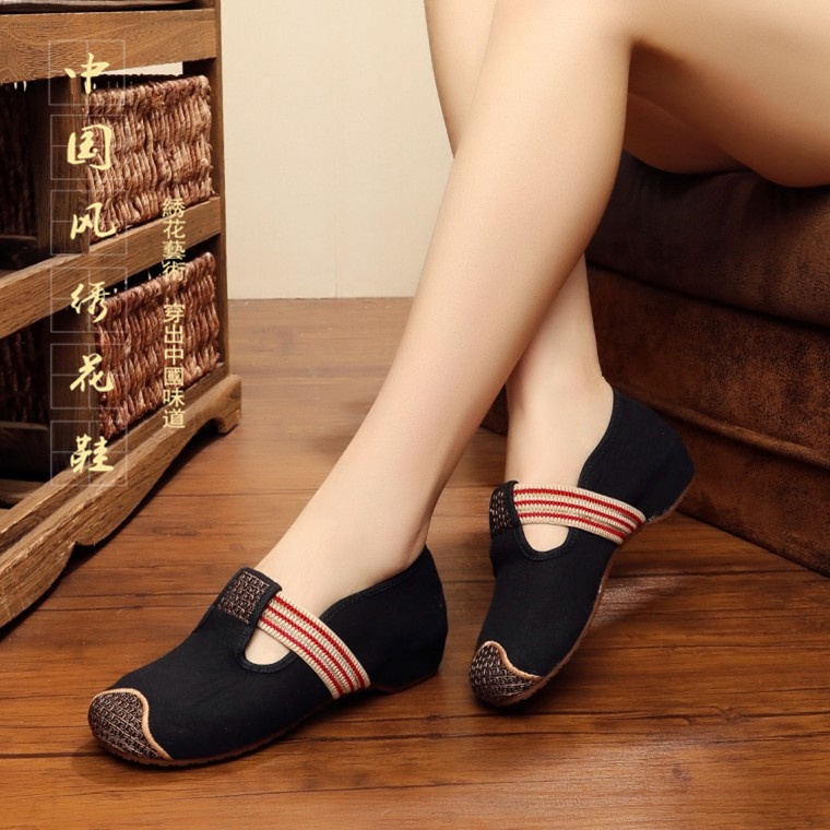 春秋新款老北京女布鞋船鞋民族風繡花鞋圓頭坡跟增高帆布女單鞋黑
