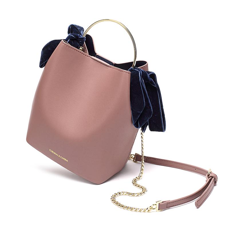 新款小包包手提斜挎单肩蝴蝶结装饰金属提把水桶包女 2018 香港代购
