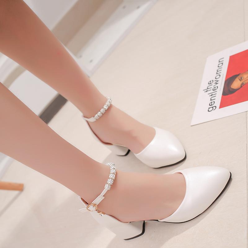 新款韩版一字扣粗跟高跟鞋浅口中跟尖头婚鞋大码 2018 包头凉鞋女夏