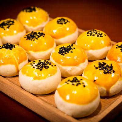蛋黄酥雪媚娘海鸭蛋零食大礼包休闲食品早餐糕点网红美食小吃面包 - 图0