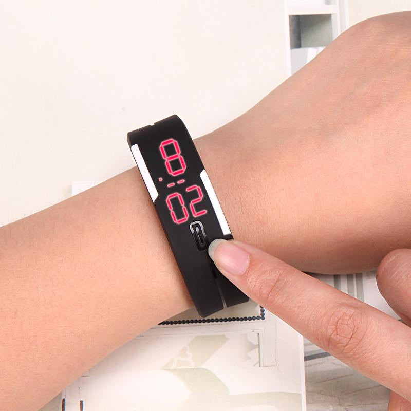 非智能触屏情侣手表手环男学生儿童手表女学生男孩韩版电子表 LED