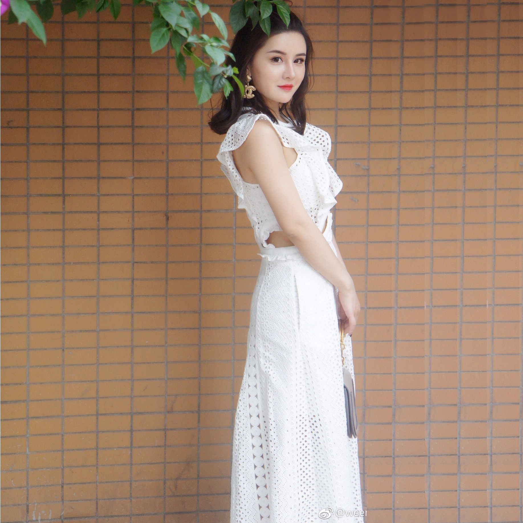 2019年欧美夏装新款女装露腰小心机飞袖长款蕾丝修身白色连衣裙子