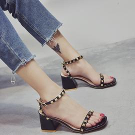 铆钉凉鞋女中跟2019夏季新款百搭网红仙女风粗跟一字带罗马高跟鞋