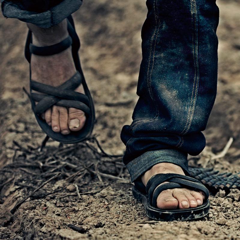 越南手工轮胎凉鞋男士个性橡胶休闲罗马沙滩夏季凉拖两用大码潮鞋
