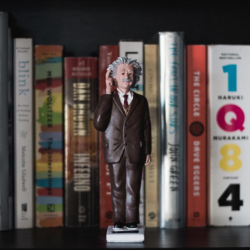 美國Kikkerland 日光愛因斯坦愛迪生 創意名人太陽能搖擺發光擺件