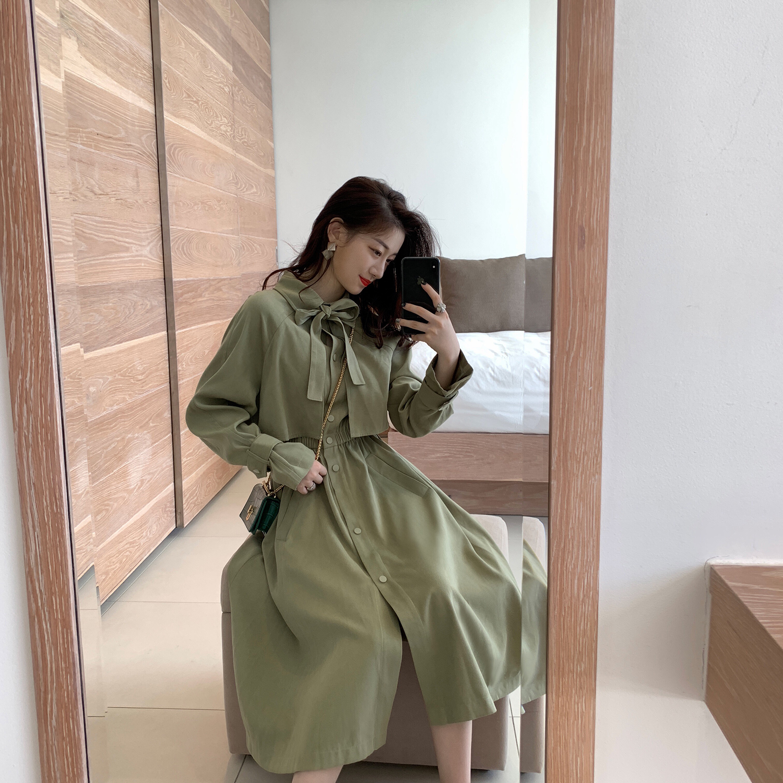 春装2019款女很仙的法国小众连衣裙收腰法式复古裙过膝风衣裙子春