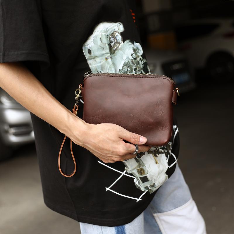 原創設計 新款韓版男包單肩斜挎包小包男士包包潮復古手拿包小包