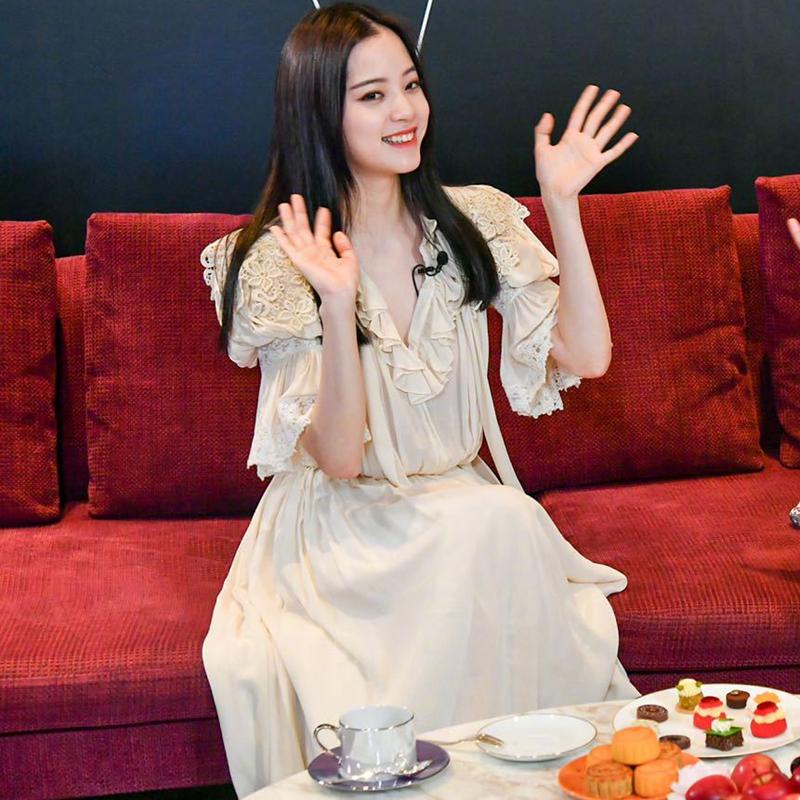 欧阳娜娜明星同款衣服2020夏秋新款法式小众仙女裙蕾丝拼接连衣裙