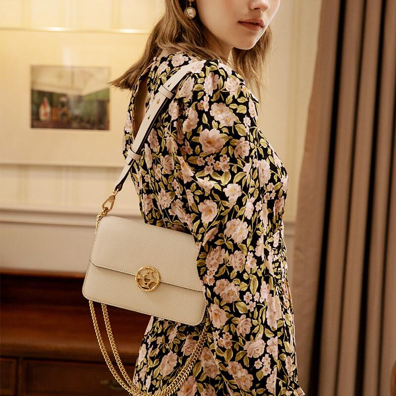 新款潮春夏链条小方包百搭真皮单肩斜挎风琴包女 2020 拉菲斯汀包包