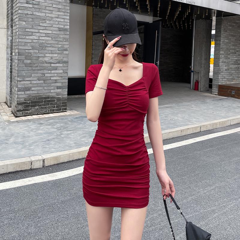 夏季连衣裙收腰显瘦2021年新款性感紧身方领露锁骨褶皱包臀裙短裙