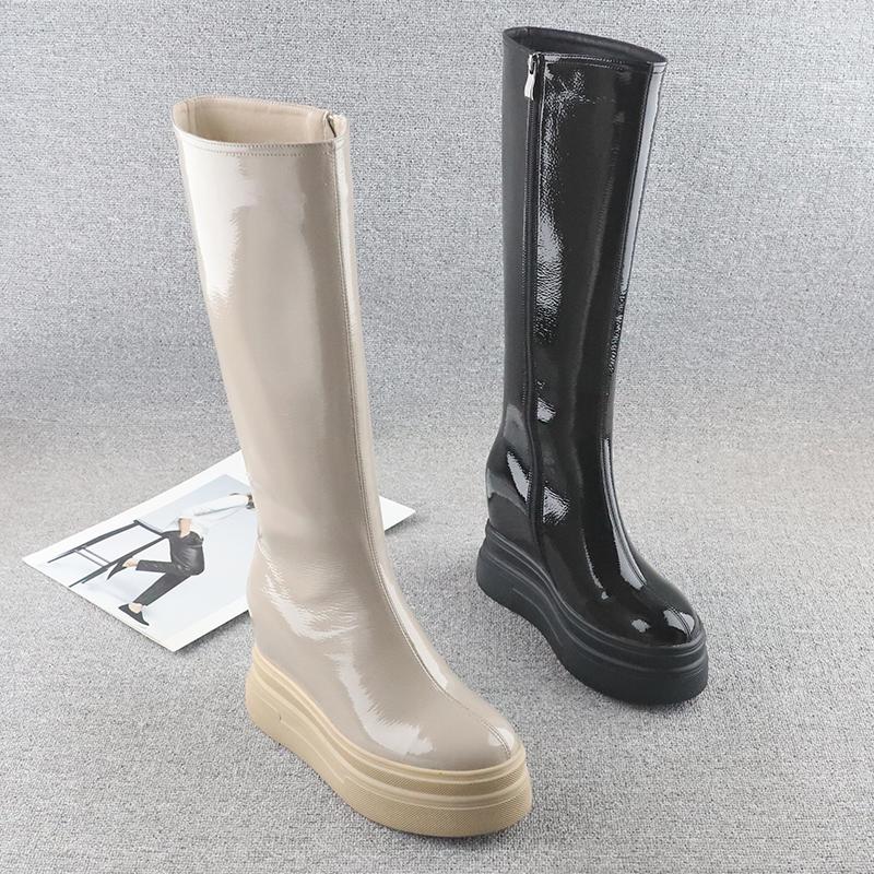 欧洲站坡跟高筒靴女2021冬新款漆皮9cm厚底内增高圆头防水台长靴