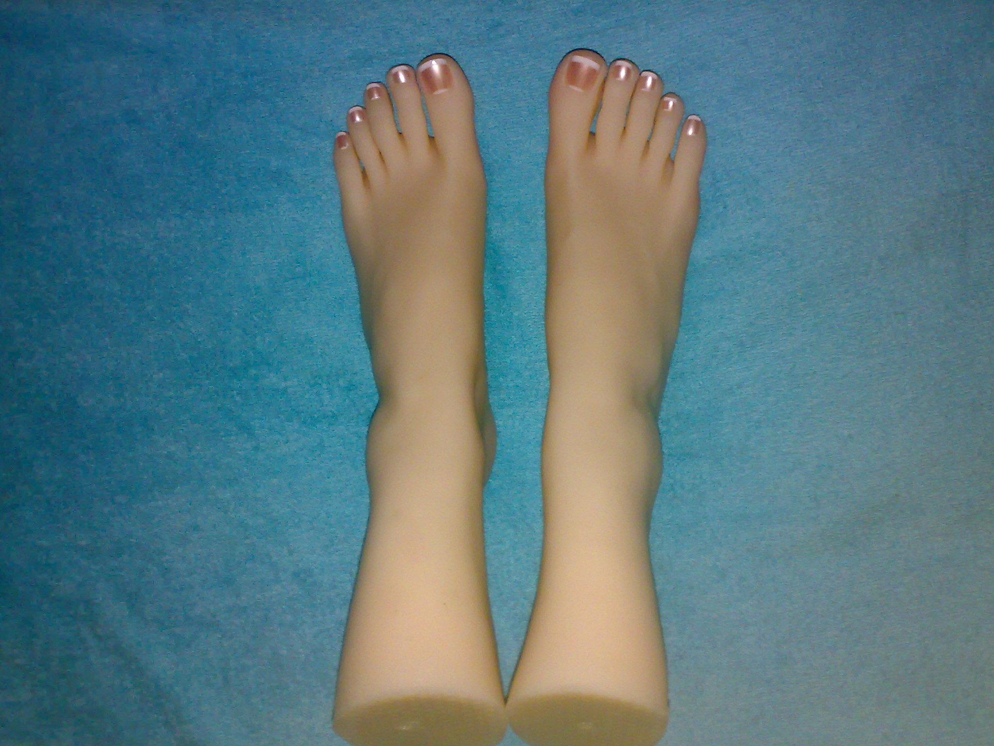 19岁少女美脚模型仿真足模脚模拍照玉足美足硅胶丝袜模型断脚女脚