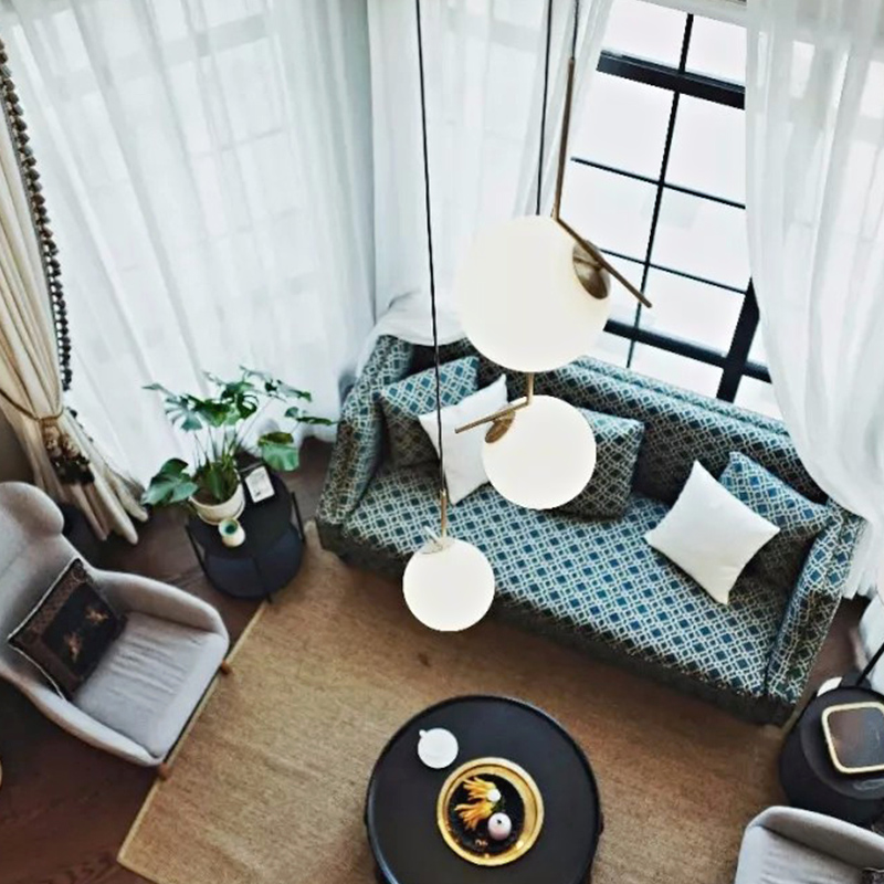 北欧现代简约餐厅吊灯创意个姓圆球吧台灯黄铜卧室床头艺术吊灯