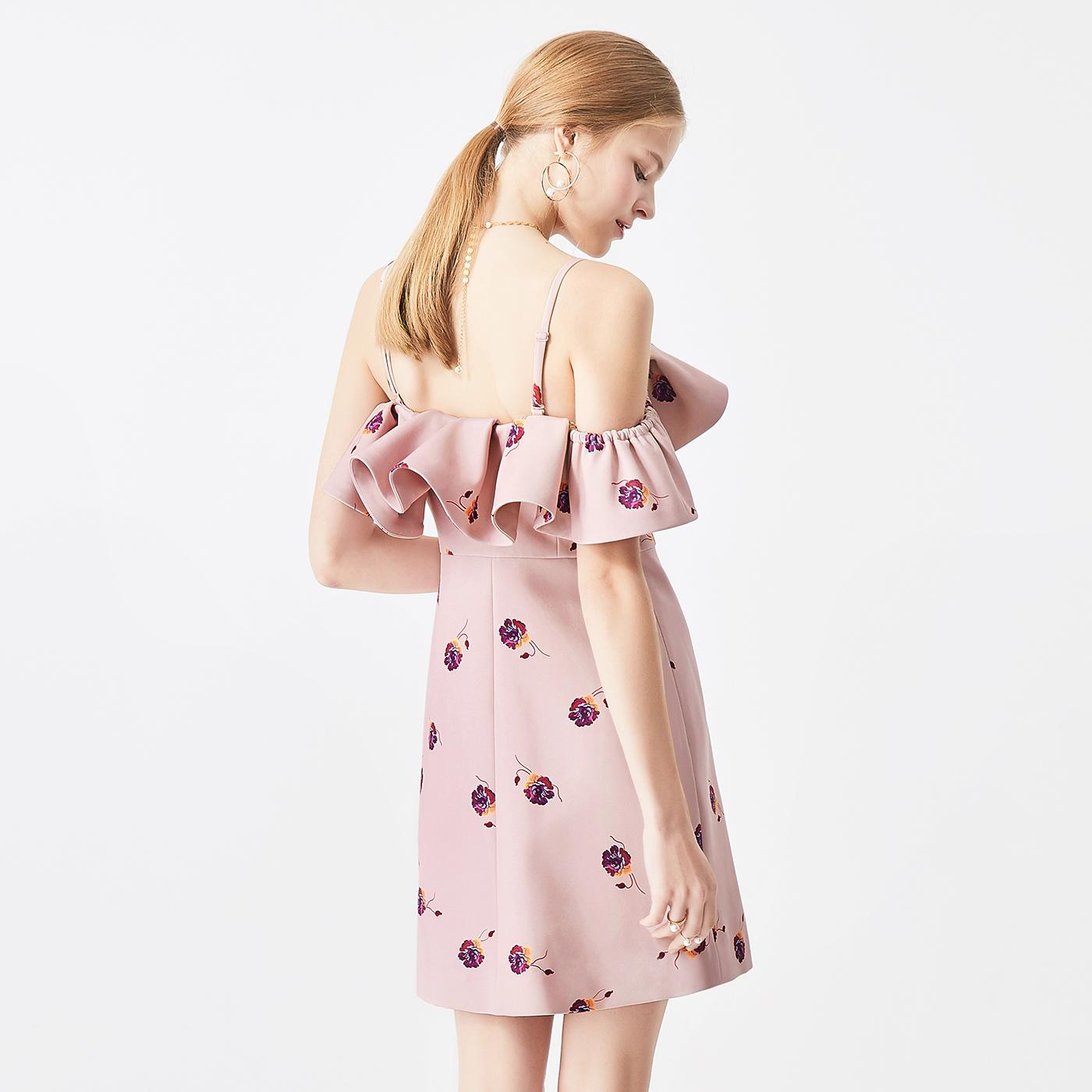 【打折】糖力2018夏装新款粉色欧美印花一字肩荷叶边吊带连衣裙女