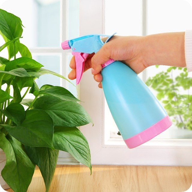 Home gardening watering flowers small watering can succulent flowers spray bottle hand pressure adjustable spray plastic watering can