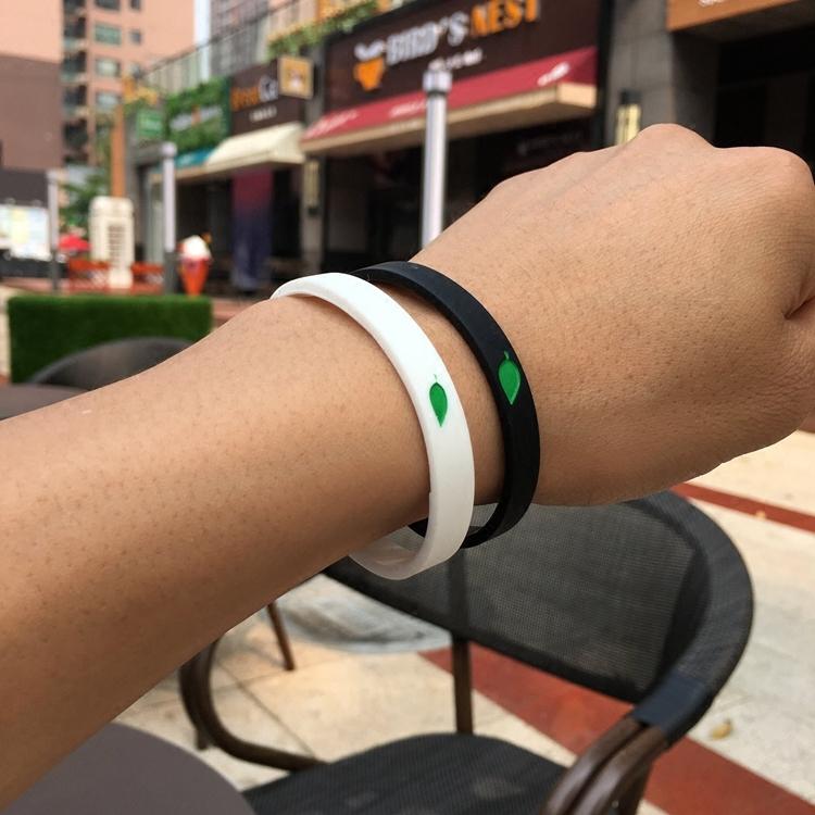潮牌时尚绿叶小清新硅胶手环圈男女运动情侣手腕带细学生塑料手链