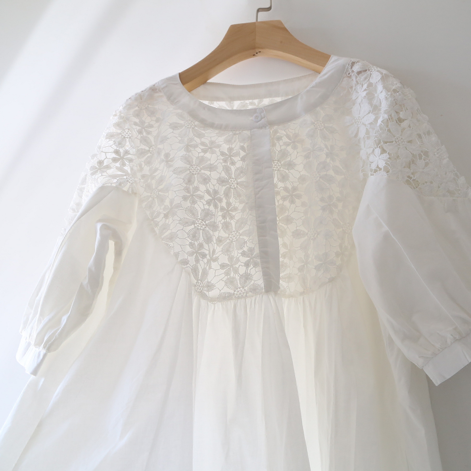 2020夏季 短袖衬衫蕾丝刺绣镂空勾花白色宽松棉布女装娃娃衫衬衣