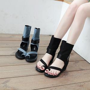 羅馬新款露趾涼鞋夏季高幫皮帶扣套趾中筒女鞋內增高坡跟鏤空涼靴