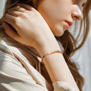 手镯女镀18K玫瑰金钛钢手环网红轻奢精致ins小众设计感不掉色手链