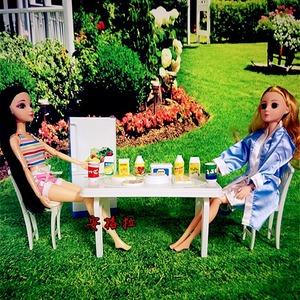 芭芘娃娃女孩餐桌公主食物玩具过家家套餐餐具餐椅子冰箱家具配件